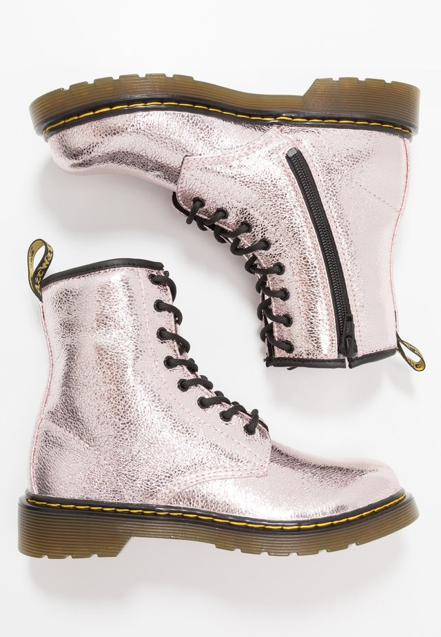1460 - Nauhalliset nilkkurit - pink salt crinkle metallic