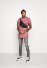 Topman - 2 PACK SCOTTY  - Basic T-shirt - pink/stone - 0