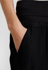 Cream - LINE PANTS - Trousers - solid black - 4