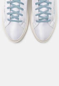 adidas Originals - SLEEK SUPER - Sneakersy niskie - footwear white/offwhite/copper metallic - 5