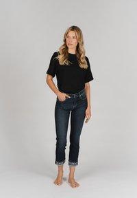 Angels - CICI TAPE' MIT STICKEREI - Slim fit jeans - dunkelblau - 1