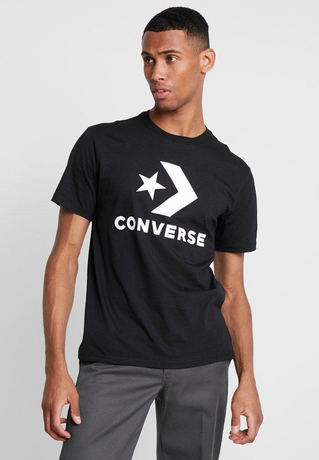 STAR CHEVRON TEE - Printtipaita - converse black
