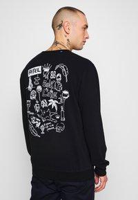 Junk De Luxe - SKETCH ARTWORK  - Sweatshirt - black - 0