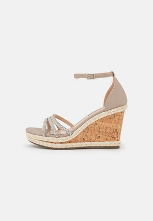 RAPTURE DIAMONTE WEDGE - Sandály na platformě - silver