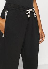 Nike Performance - STANDARD ISSUE PANT - Teplákové kalhoty - black/pale ivory/pale ivory - 3
