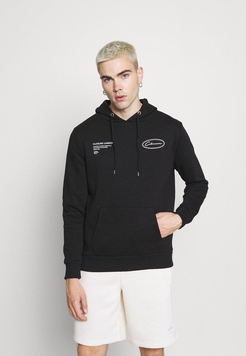 CLOSURE London - GRAPHIC LOGO HOODY - Bluza z kapturem - black