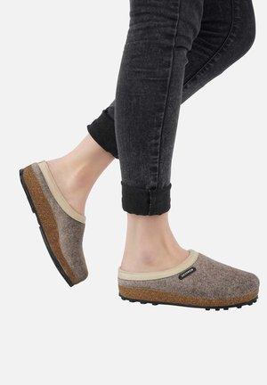 CHAMERAU - Slippers - beige
