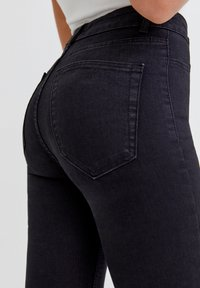 PULL&BEAR - Skinny džíny - mottled black - 4