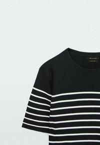 Massimo Dutti - Print T-shirt - blue black denim - 2