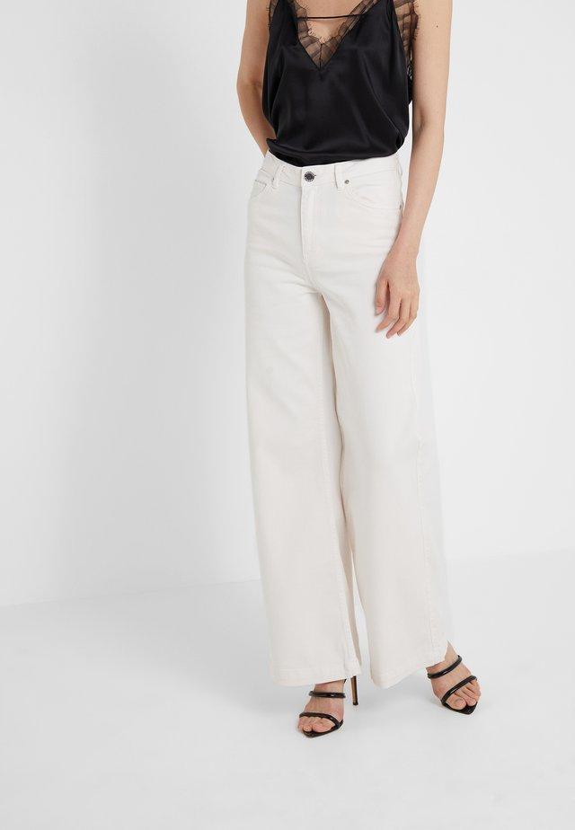 FRECLA - Flared Jeans - offwhite