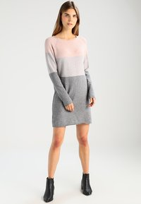 ONLY - ONLLILLO DRESS  - Pletené šaty - mahogany rose/w melange/light grey - 1