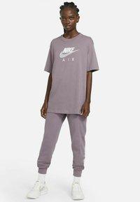 Nike Sportswear - AIR  - T-shirt print - purple smoke/white - 1
