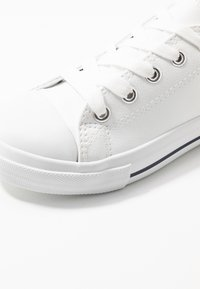 Cotton On - CLASSIC TRAINER LACE UP - Tenisky - white smooth - 2