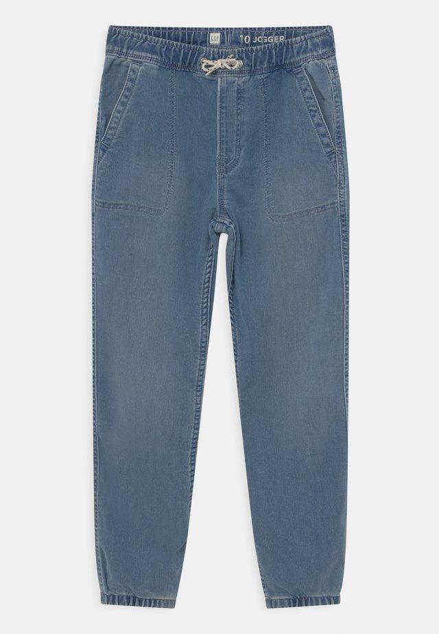 BOY SOFT  - Jeans baggy - light wash indigo