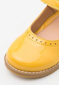 Friboo - Baleríny s páskem - yellow - 5