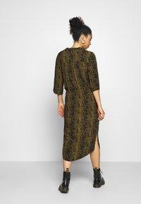 Soaked in Luxury - ZAYA DRESS - Denní šaty - olive - 2