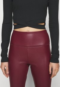 Hollister Co. - ULTRA CROP CUT OUT - Long sleeved top - black - 5