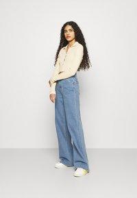 Calvin Klein Jeans - WIDE LEG - Široké džíny - denim medium - 1