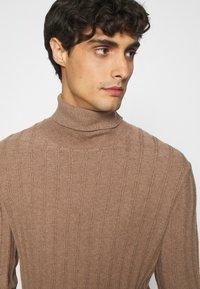 Pier One - Stickad tröja - mottled beige - 3