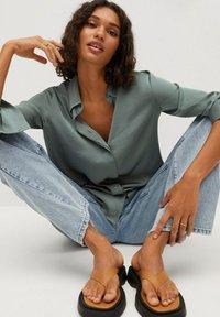 Mango - FLUIDE  - Button-down blouse - vert - 5