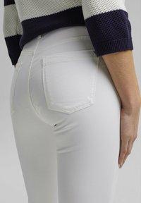 Esprit - MR CAPRI - Pantaloni - white - 8
