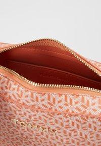 Tommy Hilfiger - ICONIC CAMERA BAG MONOGRAM - Across body bag - orange - 3