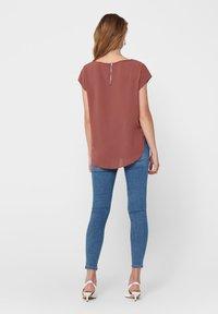ONLY - ONLVIC SOLID  - Camiseta básica - apple butter - 2