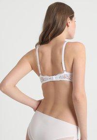 Maidenform - LIGHTLY LINED DEMI MODERN BEAUTY - Underwired bra - white - 2