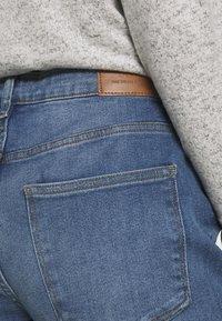 JDY - JDYTYSON LIFE GIRLFRIEND - Relaxed fit jeans - light blue denim - 4