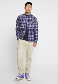Knowledge Cotton Apparel - CHECKED BUTTON DOWN - Shirt - dark denim - 1
