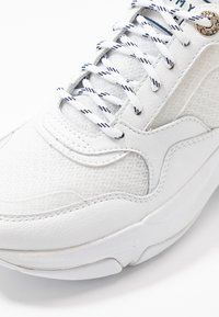 Tommy Hilfiger - INTERNAL WEDGE SPORTY SNEAKER - Trainers - white