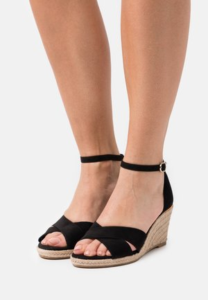 Wedge sandals - black