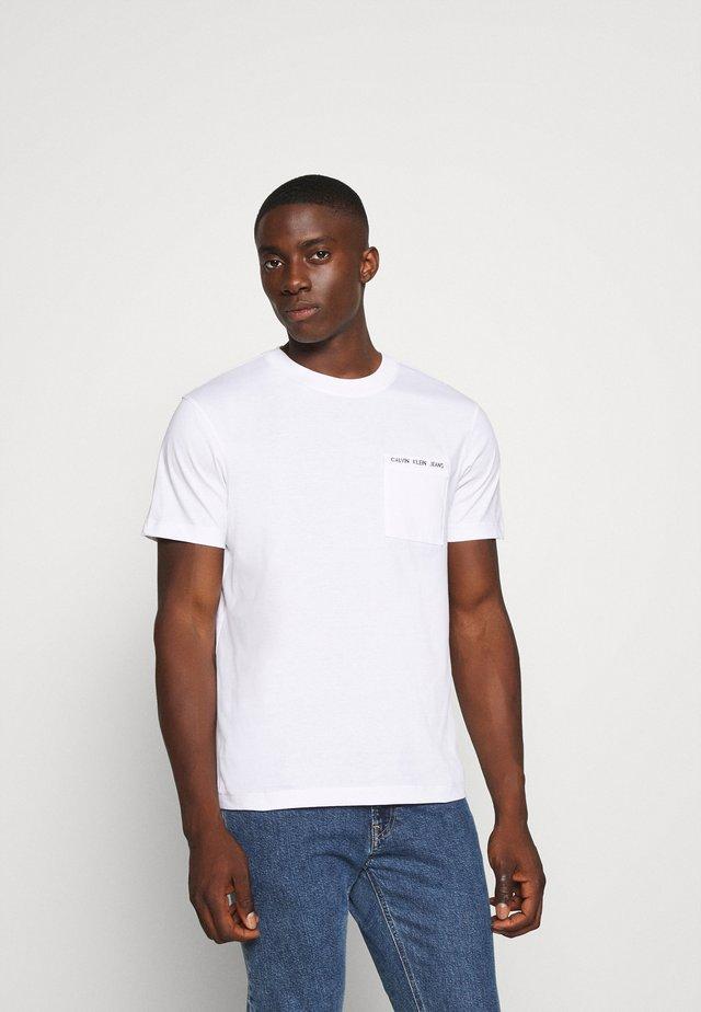 INTARSIA POCKET TEE - T-shirt imprimé - bright white