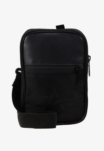UTILITY BAG - Olkalaukku - black