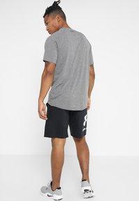 Under Armour - HEATGEAR TECH  - Camiseta estampada - charcoal light heather/black - 2