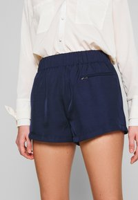 4th & Reckless - THEA - Shorts - navy - 3