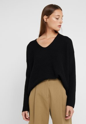 LOOSE NECK - Strikkegenser - black
