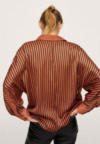Mango - OVERSIZE À RAYURES - Button-down blouse - marron - 2