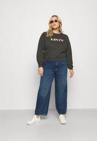 Levi's® Plus - VINTAGE RAGLAN CREW - Sweatshirt - obsidian prem - 1