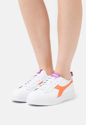 GAME STEP LUCID - Sneakers laag - white/orange