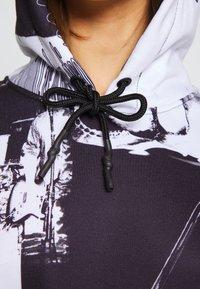 Jaded London - OVERSIZED HOODIE DRESS - Freizeitkleid - black/white - 6