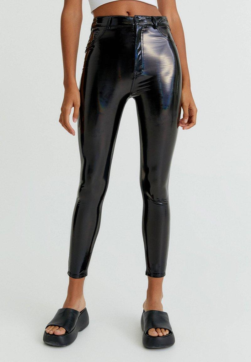 PULL&BEAR - Spodnie materiałowe - black