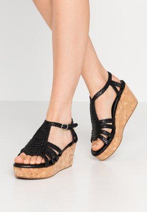 HANNA  - Sandály na platformě - black