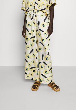 ANDI TROUSERS - Pantalon classique - yellow