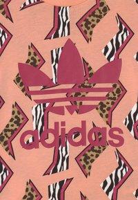 adidas Originals - UNISEX - Print T-shirt - glow pink/multicolor/wild pink - 2