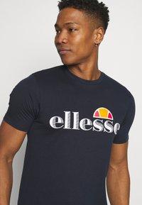 Ellesse - HAREBA - Print T-shirt - navy - 4