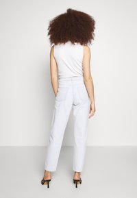 Weekday - LASH EXTRA HIGH MOM ECHO - Jeans Tapered Fit - bleached blue - 2