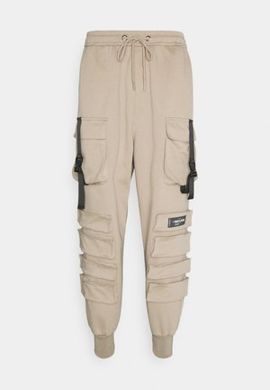FRONT BUCKLE POCKET PANT - Cargo trousers - beige