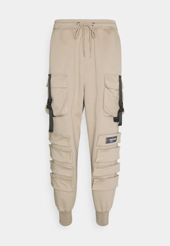 FRONT BUCKLE POCKET PANT
