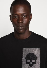 Just Cavalli - SPARKLY SKULL - T-shirt print - black - 3